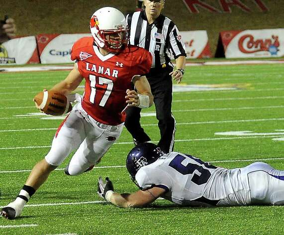 Lamar's Doug Prewitt slips past SFA's Jacob Fincher at the Provost Umphrey Stadium at Lamar University in Beaumont, Saturday, November 5, 2011. Tammy McKinley/The Enterprise Photo: TAMMY MCKINLEY