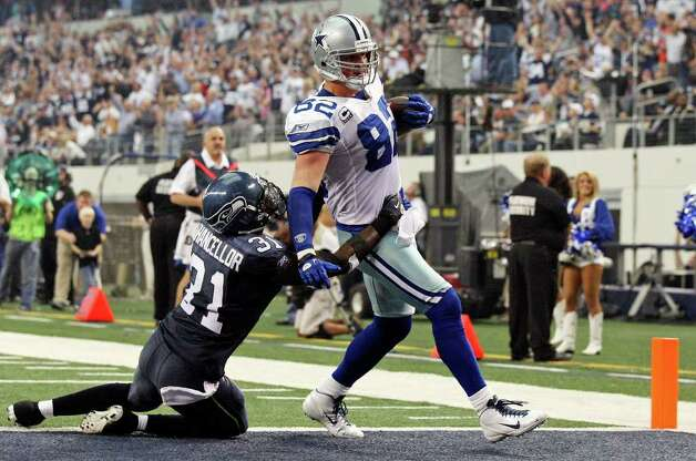 Dallas Cowboys' Jason Witten scores a touchdown around Seattle Seahawks' Kam Chancellor during second half action Sunday Nov. 6, 2011 at Cowboys Stadium in Arlington, TX. The Cowboys won 23-13. Photo: EDWARD A. ORNELAS, Express-News / © SAN ANTONIO EXPRESS-NEWS (NFS)