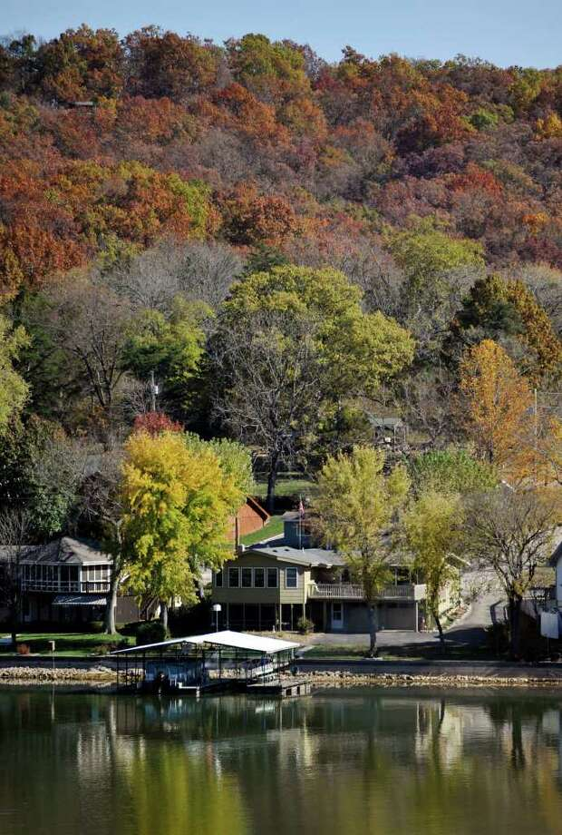 Mo  residents upset by order to move lake homes - Times Union