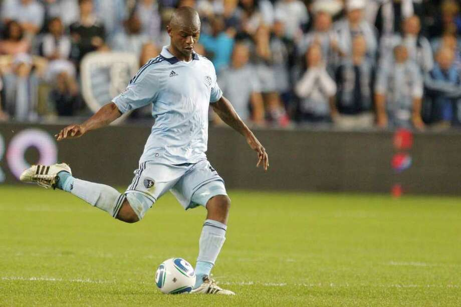 KANSAS CITY, KS - NOVEMBER 06: Julio Cesar #55 of the Sporting Kansas City passes the ball against the Houston Dynamo in the second half during the MLS Eastern Conference Championship match at Livestrong Sporting Park on November 06, 2011 in Kansas City, Kansas. Photo: Kyle Rivas, Getty / 2011 Getty Images