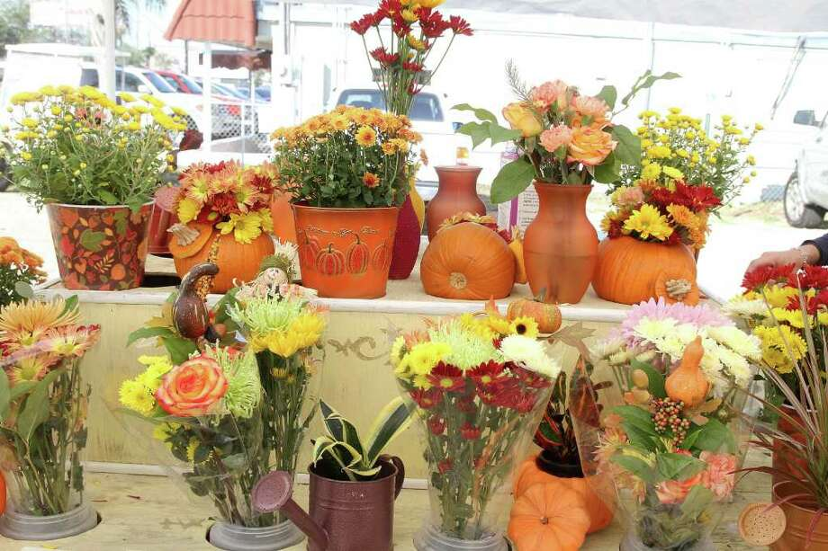 FALL COLORS: Jennifer's Flowers in Clear Lake Shores has plants and flowers for any occasion. The florist is among the vendors at Clear Lake Shores Farmers Market. Photo: Pin Lim / Copyright Pin Lim
