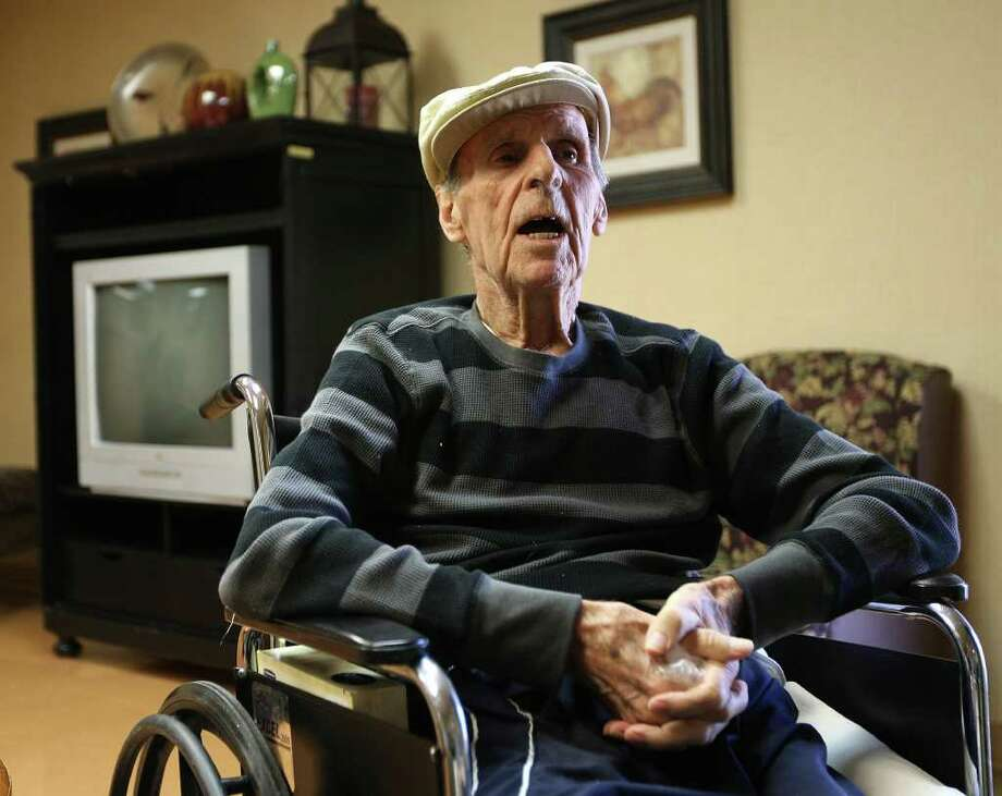 Jewell Hall, 87, met Marjorie Messer, 58, in February. He hired her as a live-in caretaker, and they were married a month later. Photo: JERRY LARA, San Antonio Express-News / SAN ANTONIO EXPRESS-NEWS