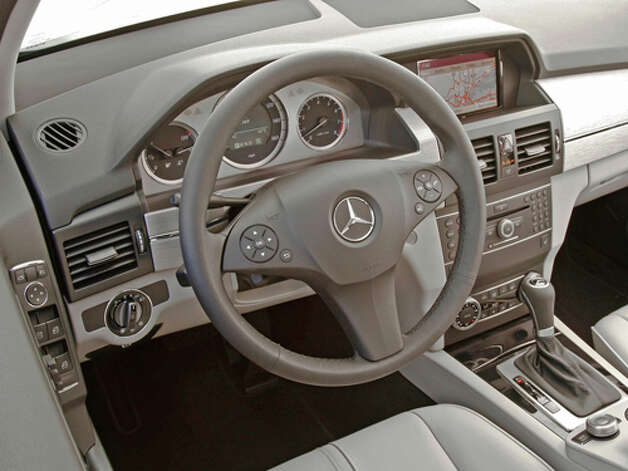 2012 Mercedes-Benz GLK350 (photo courtesy Mercedes-Benz) / © 2009 Mercedes-Benz USA