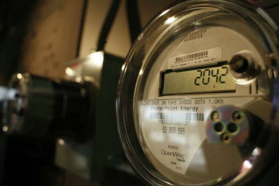 "CHRONICLE FILE DIGITAL DISPLAY: A CenterPoint Energy ""smart meter"" is part of a plan to help the company better monitor the grid. Photo: Steve Ueckert / Houston Chronicle"