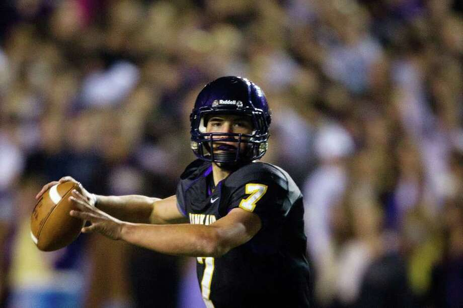 SMILEY N. POOL: CHRONICLE EYEING HIS TARGET: Kinkaid quarterback Ford Childress throws a pass against St. John's during the second half the Falcons' 28-7 win to claim their second straight SPC championship. Photo: Smiley N. Pool / © 2011  Houston Chronicle