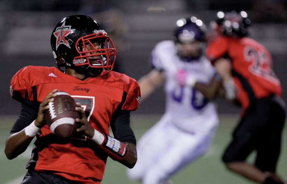 THOMAS B. SHEA: FOR THE CHRONICLE ROLLING OUT: Terry quarterback Antoine Arboleda and the Rangers open the playoffs Thursday night against La Marque, who Terry defeated 22-21 in the season opener. Photo: Thomas B. Shea / Freelance