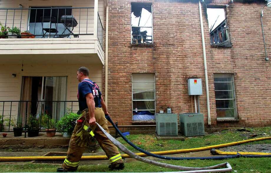 Firefighters responded to a fire at Willow Bend Apartments Tuesday, November 8, 2011 in Houston. The 2-alarm fire broke out at broke out at the complex located at 13949 Bammel-North Houston near Stuebner Airline about 9:10 a.m. The flames were extinguished at about an hour-and-a-half later, fire officials said. Photo: Cody Duty, Houston Chronicle / © 2011 Houston Chronicle
