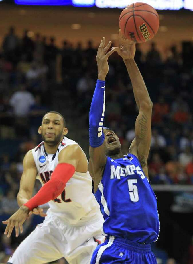 KID STUFF: Even though he's just a sophomore, Memphis' Will Barton qualifies as one of the most experienced players on a team bursting with young talent. Photo: Nick De La Torre / Houston Chronicle