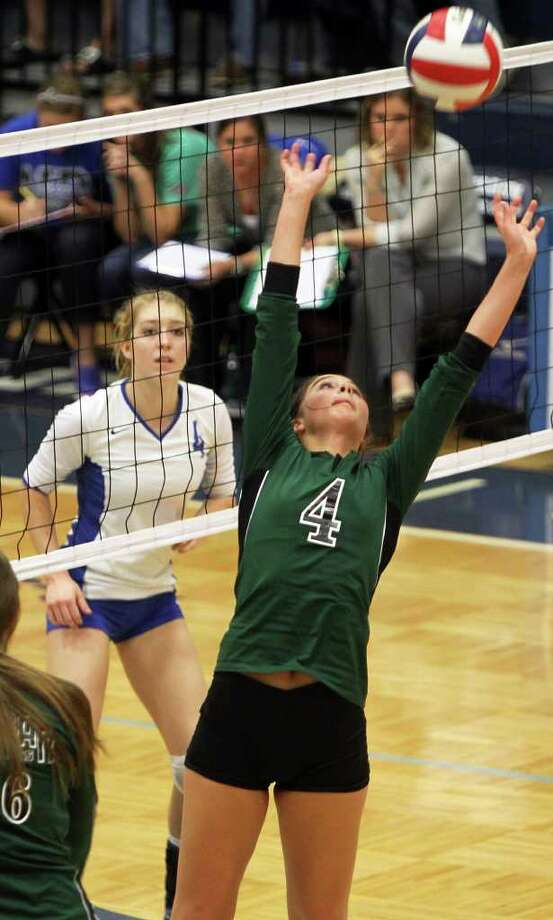 Morgan Reed (right) is one of 11 returnees from a Reagan team that advanced to the regional final. Photo: Jennifer Whitney, Special To The Express-News / Jennifer Whitney/special to the Express-News