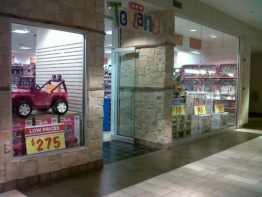H-E-B opens holiday toy stores - San Antonio Express-News