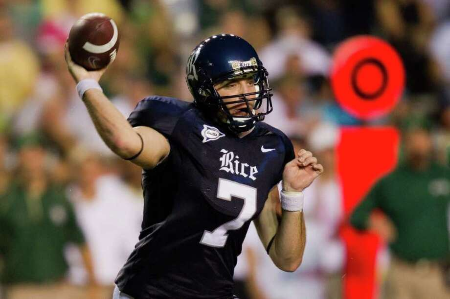 Rice Owls quarterback Nick Fanuzzi (7) fires a pass against the Baylor Bears during the first half in college football action at Rice Stadium on Saturday, Sept. 25, 2010, in Houston. ( Smiley N. Pool / Houston Chronicle ) Photo: Smiley N. Pool, Express-News / © 2010 Houston Chronicle