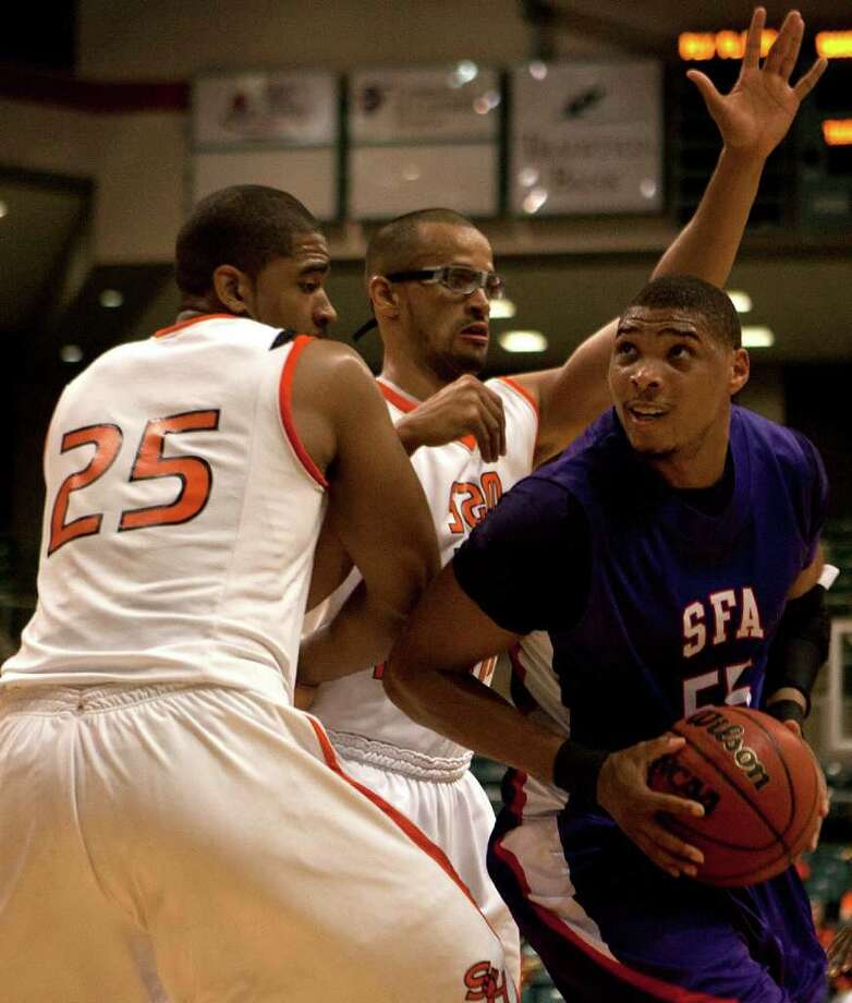 MIDDLE MAN: Jereal Scott, who last year shot a school-record 60 percent, gives Stephen F. Austin a solid inside presence. Photo: Cody Duty / Houston Chronicle