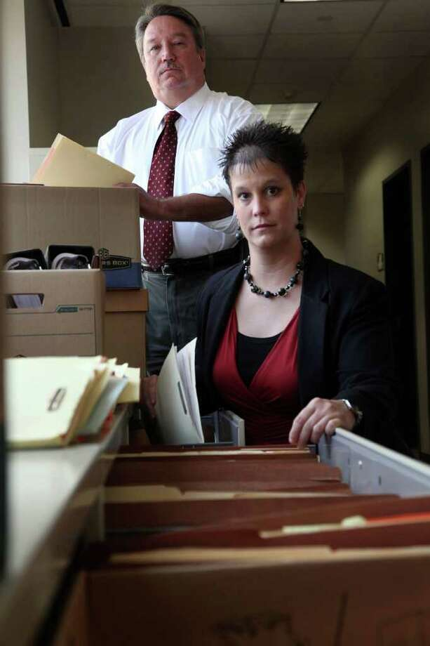 MAYRA BELTRÁN : CHRONICLE DUST AND DATABASES: Kim Bryant and Chuck Lowery, part of the Harris County DA's Fugitive Apprehension Section, are building a successful track record in finding fugitives. Photo: Mayra Beltran / © 2011 Houston Chronicle