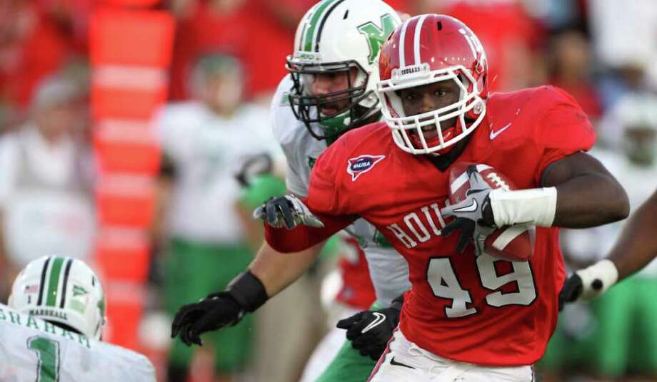University of Houston linebacker Derrick Mathews (49) runs for a touchdown after intercepting a throw from Marshall quarterback A.J. Graham. Photo: Nick De La Torre, Houston Chronicle / © 2011  Houston Chronicle