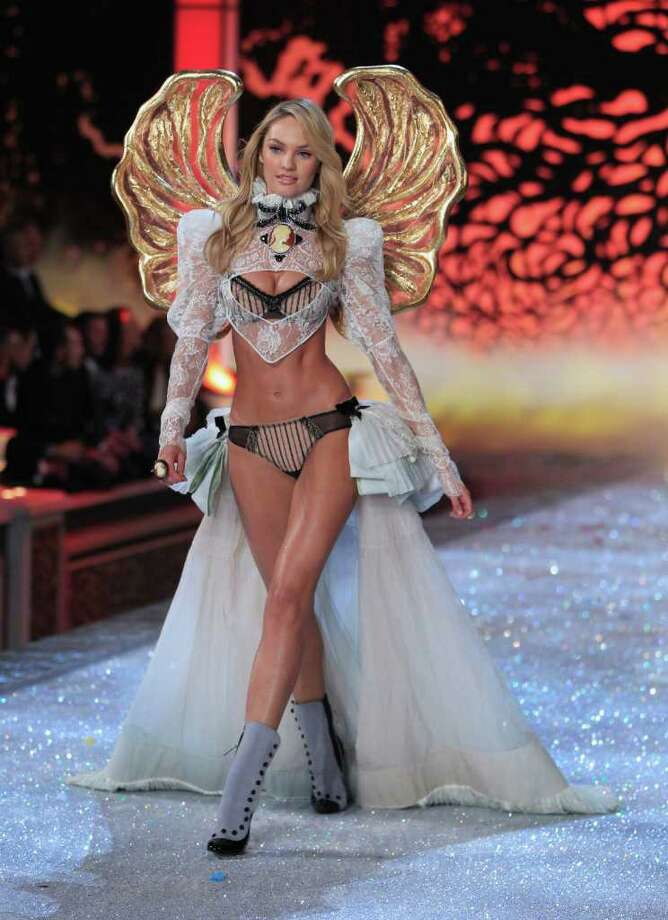 Model Candice Swanepoel presents a creation during the Victoria's Secret Fashion Show at the Lexington Armory in New York November 9, 2011.  Photo: © Lucas Jackson / Reuters, REUTERS / X90066