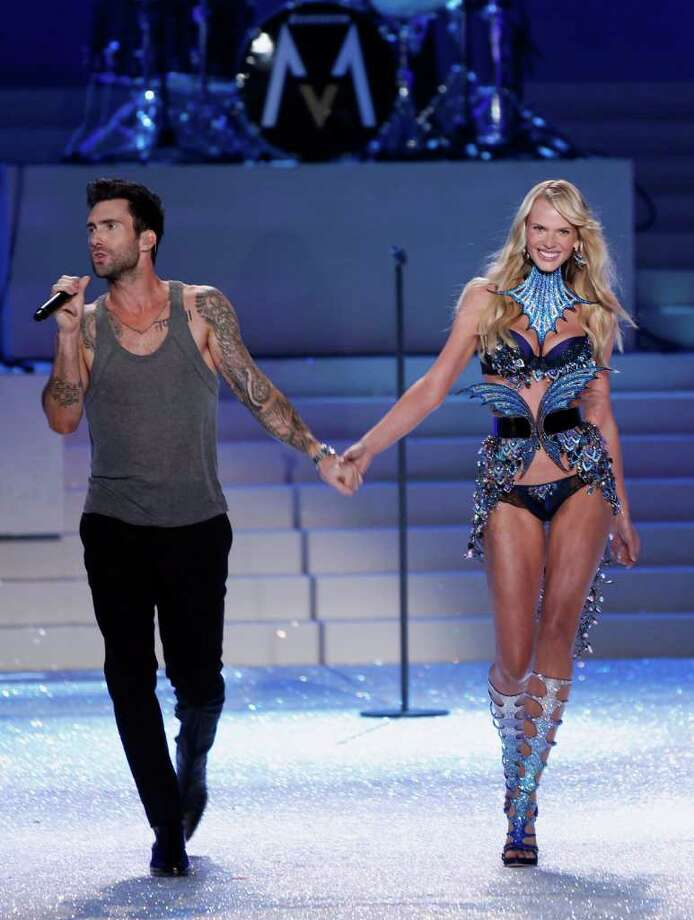 Adam Levine, lead singer of the group Maroon 5, walks down the runway with model Anne Vyalitsyna as she presents a creation during the Victoria's Secret Fashion Show at the Lexington Armory in New York November 9, 2011.  Photo: © Lucas Jackson / Reuters, REUTERS / X90066