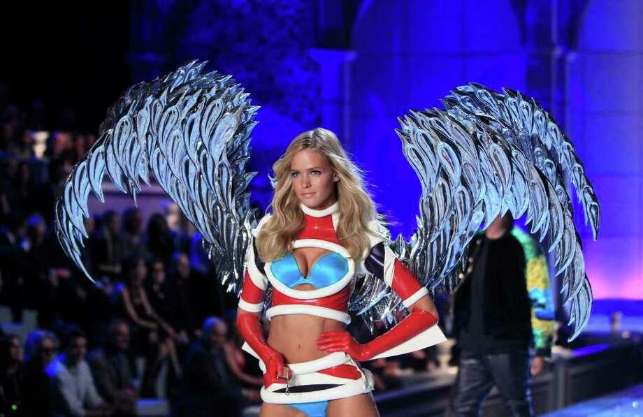 A Victoria's Secret model presents lingerie during the Victoria's Secret Fashion Show at the Lexington Armory in New York November 9, 2011.  Photo: © Lucas Jackson / Reuters, REUTERS / X90066