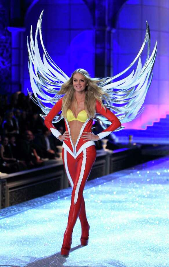 A Victoria's Secret model presents a creation during the Victoria's Secret Fashion Show at the Lexington Armory in New York November 9, 2011. Photo: © Lucas Jackson / Reuters, REUTERS / X90066