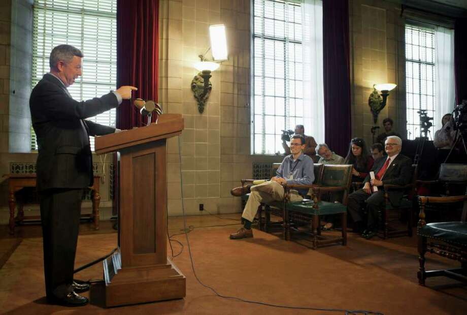 NATI HARNIK : ASSOCIATED PRESS GOOD NEWS FOR SOME: Nebraska Gov. Dave Heineman holds a news conference Thursday to discuss the change, popular with many in his state. Nebraska's legislature is in special session to look for ways to force an alternative route. Photo: Nati Harnik