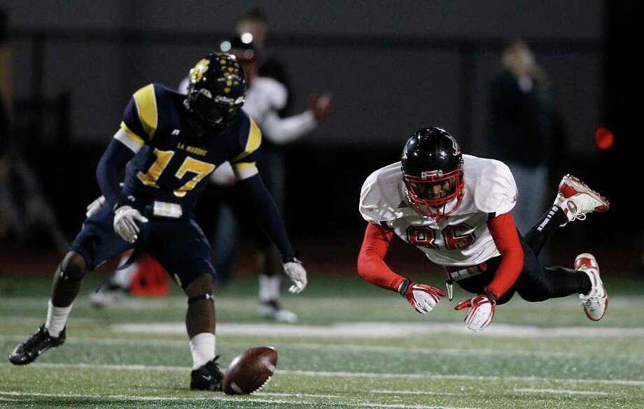 Terry High School's Cornelius Thomas (86) dives for a ball intended for him as LaMarque's Byron Walker (17) covers him on the play. Photo: Karen Warren, Houston Chronicle / © 2011 Houston Chronicle