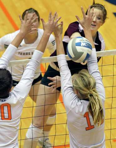 The Bobcat's Melissa Toth gets the ball through the defense of Kelsey Schwirtich as UTSA volleyball plays Texas State at the UTSA Convocation Center on November 10, 2011.  Tom Reel/Staff Photo: TOM REEL, Express-News / © 2011 San Antonio Express-News