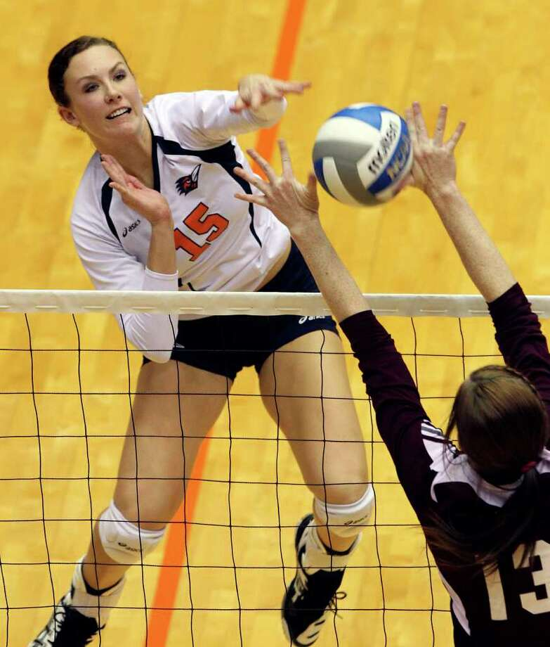 The Roadrunner's Whitney Walls jams a shot through Melissa Toth as UTSA volleyball plays Texas State at the UTSA Convocation Center on November 10, 2011.  Tom Reel/Staff Photo: TOM REEL, Express-News / © 2011 San Antonio Express-News