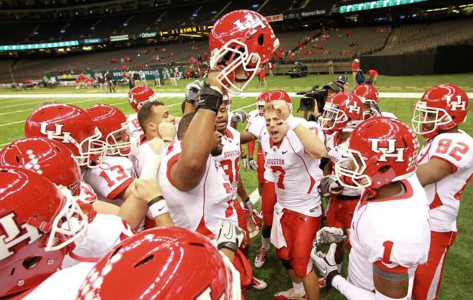 University of Houston quarterback Case Keenum (7) tries to inspire his teammates before playing Tulane University in a NCAA football game, Thursday, Nov. 10, 2011, in the Mercedes-Benz Superdome in New Orleans. ( Nick de la Torre / Houston Chronicle ) Photo: Nick De La Torre / © 2011  Houston Chronicle