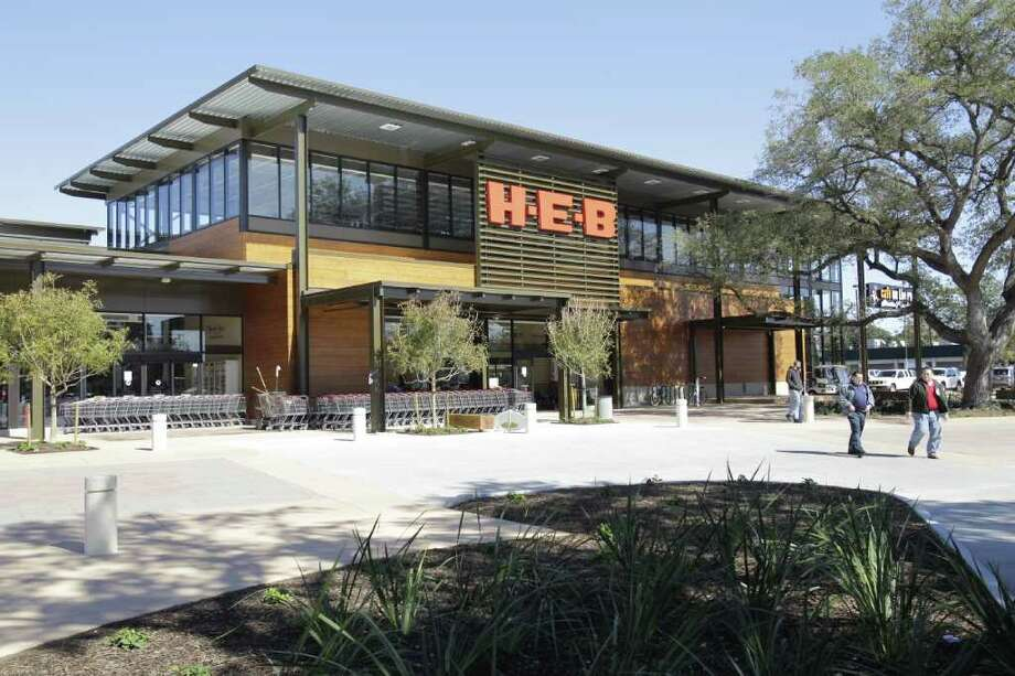Melissa Phillip : Chronicle MOST EXPENSIVE H-E-B EVER: The design of the chain's store at 1701 W. Alabama pays tribute to the nearby Menil Collection. It is the first H-E-B with an outdoor market area and a patio for movies and live music. Photo: Melissa Phillip / © 2011 Houston Chronicle