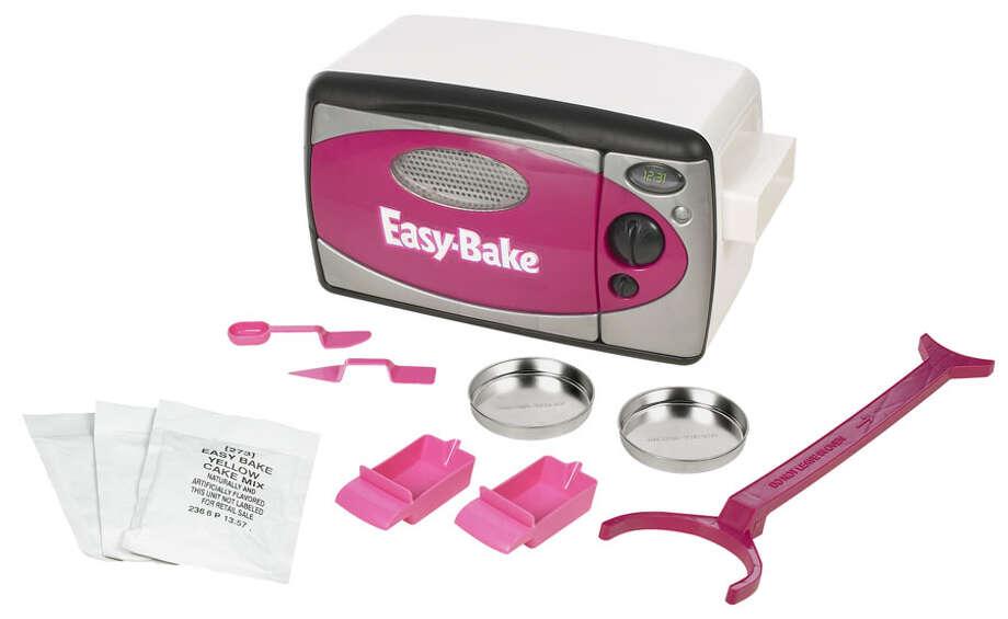 2006 Inductee:  Easy-Bake Oven Photo: Hasbro, Easy-Bake Oven (2006)