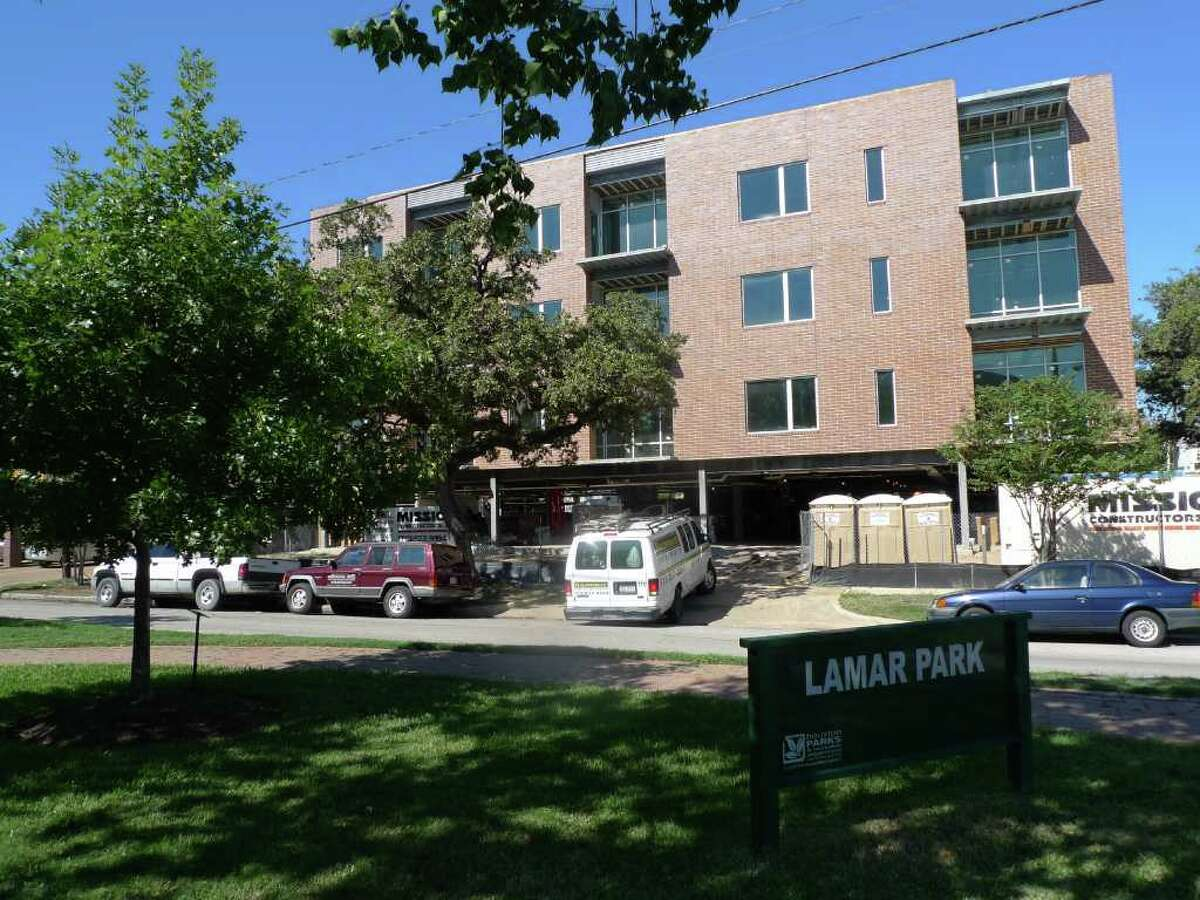 Nancy Sarnoff : Chronicle L-SHAPED: A condominium complex, called Mirabeau B. at Hyde Park, will have three floors of residences above a level of parking. Most of the units will have windows on three sides.