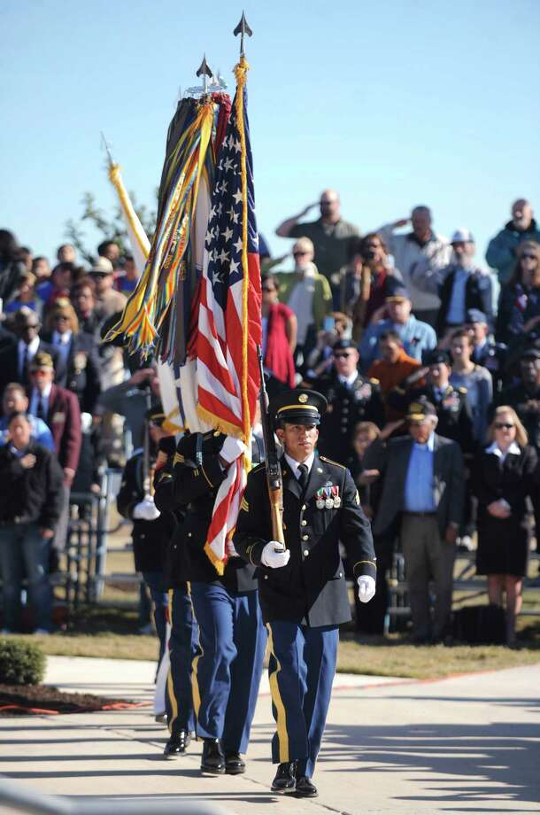 Americans should remember the sacrifices and service of our veterans every day. Photo: Express-News File Photo / gcalzada@express-news.net