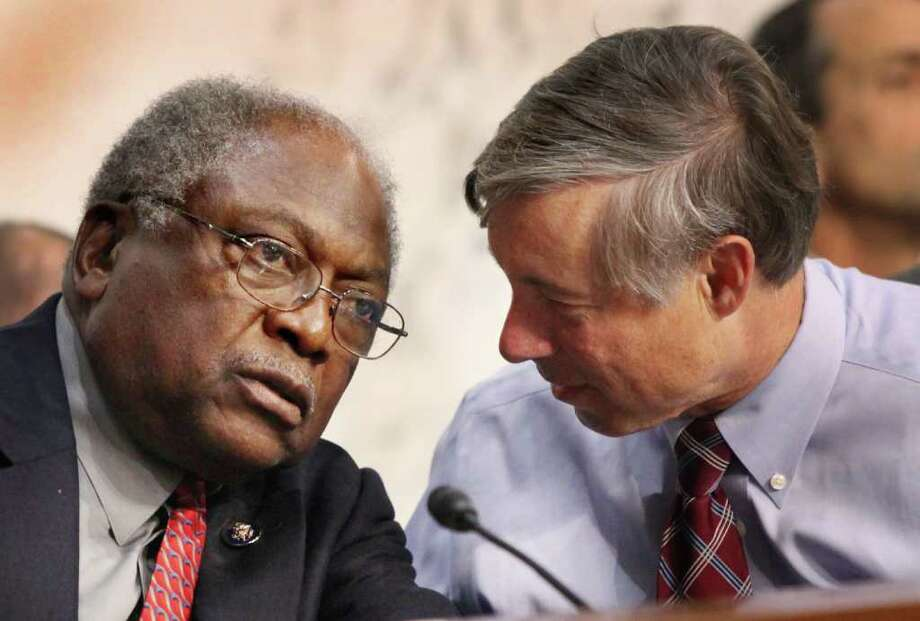 CHRISTOPHER POWERS : BLOOMBERG NEWS WON'T BE MOVED?: U.S. Rep. Jim Clyburn, D-S.C., left, shown with fellow debt panel member Rep. Fred Upton, R-Mich., is firmly opposing cuts in federal entitlement programs such as Social Security and Medicare. Photo: Christopher Powers / © 2011 Bloomberg Finance LP