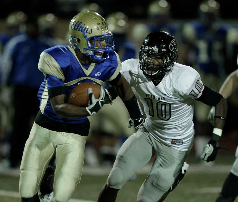 Elkins' Trey Brown #9 rushes as he is pursued by Pearland's Jared Mapps #10 during a first round playoff game between the Pearland Oilers and Elkins Knights Friday, November 11, 2011 in Alvin, Texas, Photo: Bob Levey, Houston Chronicle / ©2011 Bob Levey