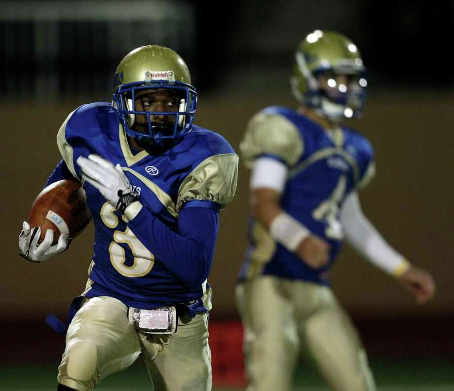 Elkins running back Darvin Kidsy #3 looks for room to run during a first round playoff game between the Pearland Oilers and Elkins Knights Friday, November 11, 2011 in Alvin, Texas, Photo: Bob Levey, Houston Chronicle / ©2011 Bob Levey