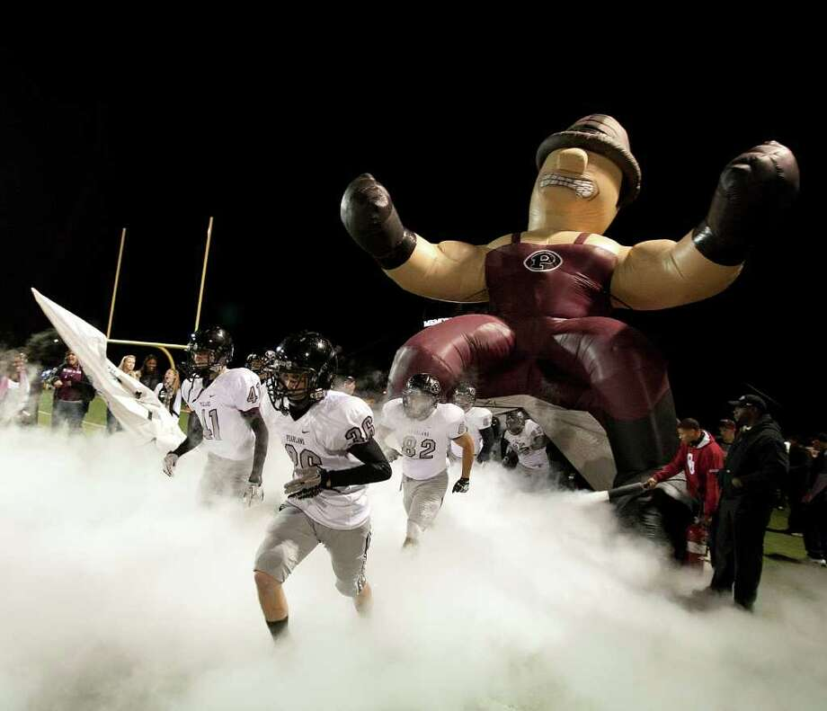 Pearland takes the field during a first round playoff game between the Pearland Oilers and Elkins Knights Friday, November 11, 2011 in Alvin, Texas, Photo: Bob Levey, Houston Chronicle / ©2011 Bob Levey