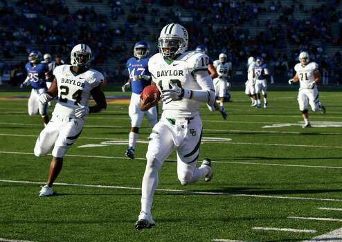 Baylor quarterback Robert Griffin III (10) runs for a touchdown during the second half of an NCAA college football game against Kansas in Lawrence, Kan., Saturday, Nov. 12, 2011. Baylor defeated Kansas 31-30 in overtime. Photo: AP
