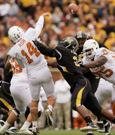 Missouri's Jacquies Smith, center hits the arm of Texas's David Ash, left, as he is blocked by Trey Hopkins, right, during the fourth quarter of an NCAA college football game Saturday, Nov. 12, 2011, in Columbia, Mo. Missouri won the game 17-5. Photo: L.G. Patterson, AP / FR23535 AP