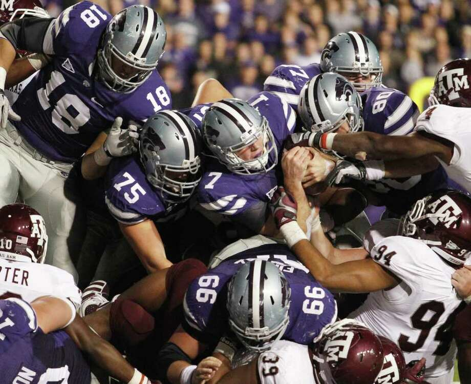 Kansas State quarterback Collin Klein (7) comes up short against Texas A&M on a quarterback sneak in the fourth overtime on Saturday, November 12, 2011, at Bill Snyder Family Stadium in Manhattan, Kansas. K-State won, 53-50, in four overtime periods. (Bo Rader/Wichita Eagle/MCT) Photo: Bo Rader, McClatchy-Tribune News Service / Wichita Eagle