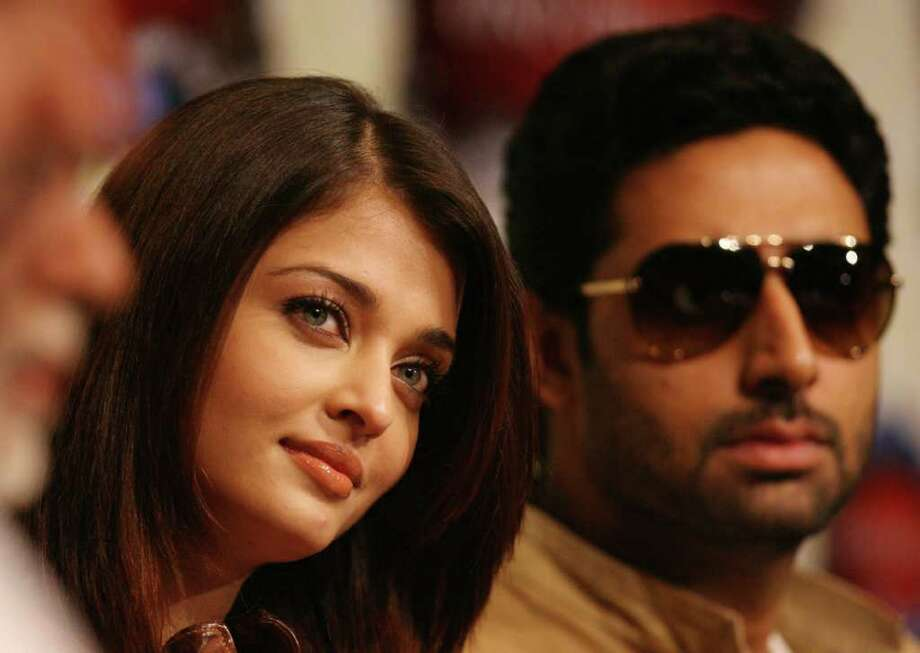 MAYRA BELTRÁN : CHRONICLE BABY ON WAY: Indian star Aishwarya Rai Bachchan and husband Abhishek Bachchan, who visited Houston in 2008, are expecting a child soon. Photo: Mayra Beltran / Houston Chronicle