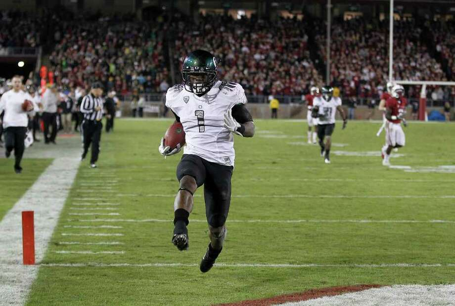 Oregon's Josh Huff heads into the end zone for 59-yard TD catch, the longest play for the Ducks on Saturday, Photo: AP
