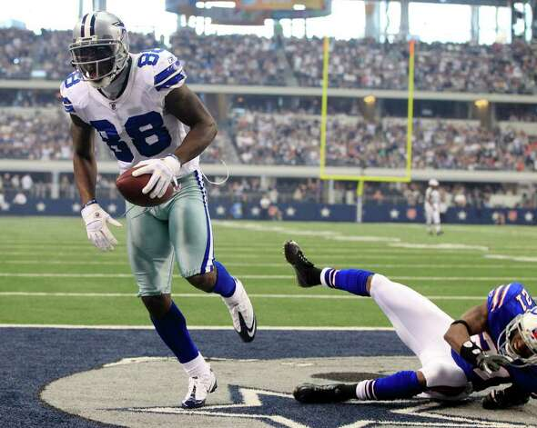 Dallas Cowboys' Dez Bryant , left, makes a touchdown reception as Buffalo Bills' Leodis McKelvin defends during the first half of a NFL football game on Sunday, Nov. 13, 2011 in Arlington, Texas. Photo: AP