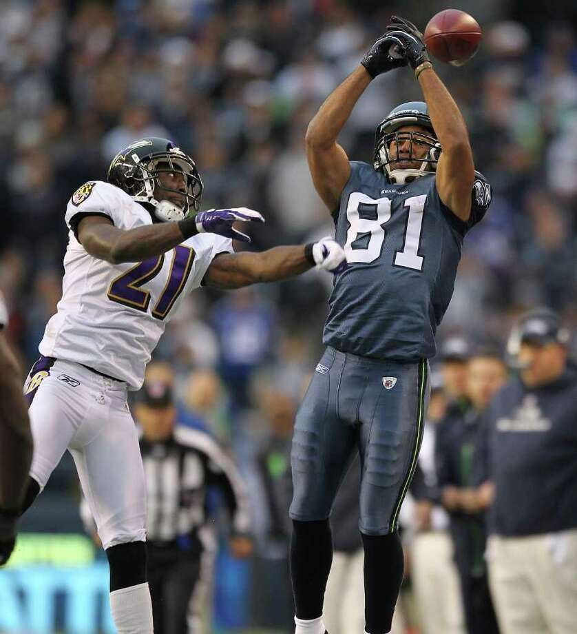 SEATTLE - NOVEMBER 13:  Wide receiver Golden Tate #81 of the Seattle Seahawks misses a pass against Lardarius Webb #21 of the Baltimore Ravens at CenturyLink Field on November 13, 2011 in Seattle, Washington. The Seahawks defeated the Ravens 22-17. Photo: Otto Greule Jr, Getty Images / 2011 Getty Images