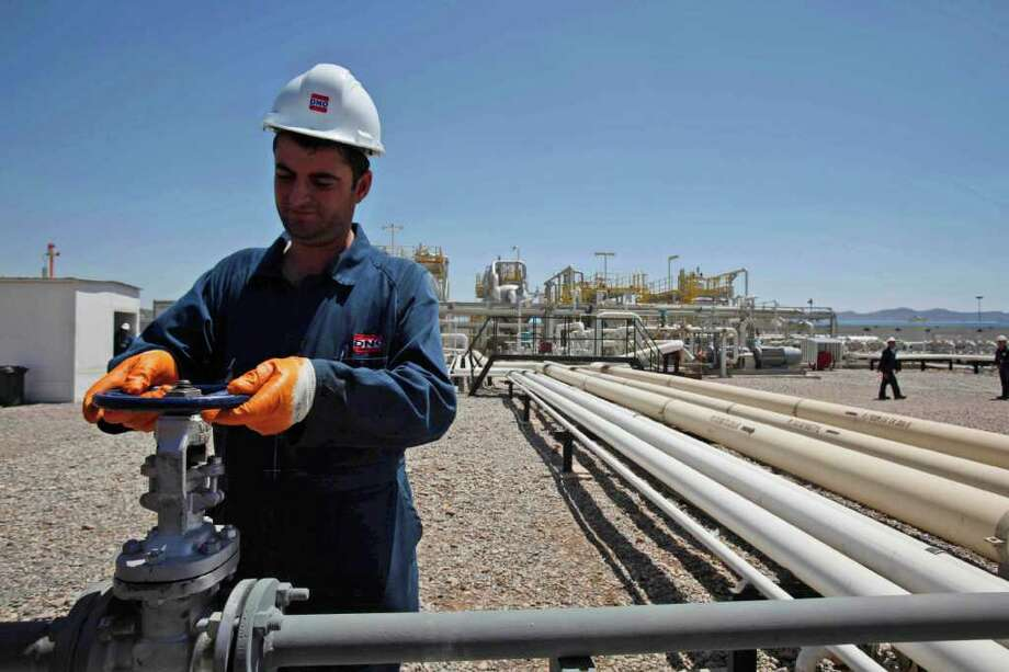 HADI MIZBAN : ASSOCIATED PRESS FILE IN 2009: An employee works at the Tawke oil fields in the semiautonomous Kurdish region in northern Iraq. The Kurds are looking to secure oil contracts without Baghdad's help. Photo: Hadi Mizban