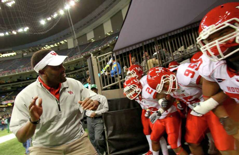 University of Houston head coach Kevin Sumlin leads his team to the field to play Tulane University during a NCAA football game, Thursday, Nov. 10, 2011, in the Mercedes-Benz Superdome in New Orleans. ( Nick de la Torre / Houston Chronicle ) Photo: Nick De La Torre / © 2011  Houston Chronicle