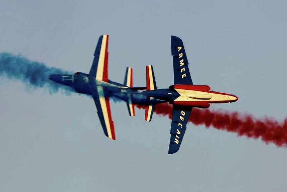Patrouille de France planes perform at the Dubai Airshow in Dubai, United Arab Emirates, Monday, Nov. 14, 2011. Photo: Kamran Jebreili, Associated Press / AP
