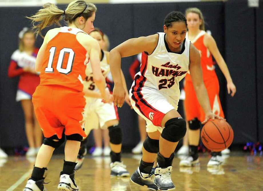 HJ's Jasmine Smith drives the ball as Orangefield's Kacy Juneau guards at Hardin-Jefferson High School in Sour Lake, Tuesday. Tammy McKinley/The Enterprise Photo: TAMMY MCKINLEY / Beaumont
