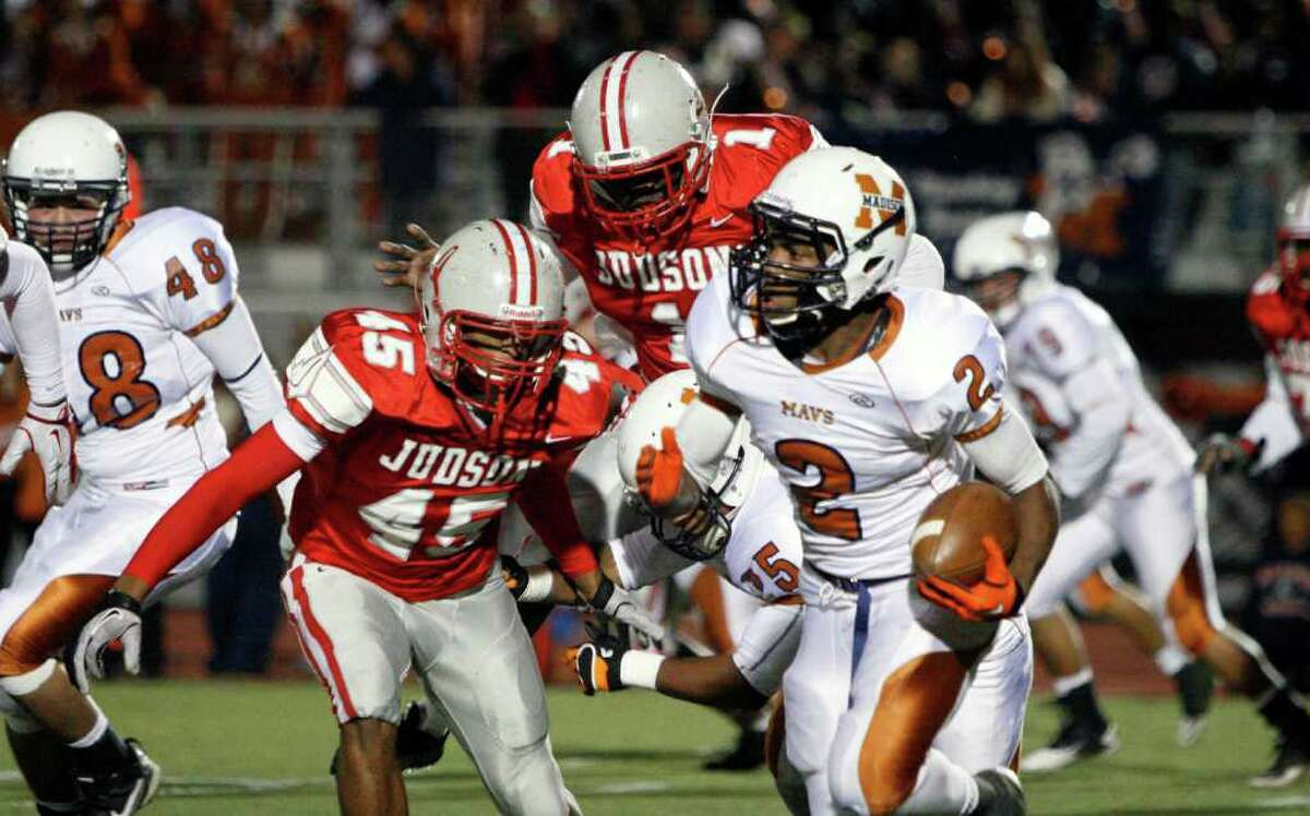 Madison running back Marquis Warford breaks outside the Judson defense en route to a first-quarter touchdown during Madison's thrilling 25-24 win over the Rockets in first-round playoff action Friday at D.W. Rutledge Stadium.