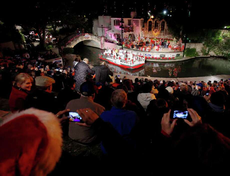 Spectators view the 2010 Ford Holiday River Parade from Arneson River Theater. Photo: EXPRESS-NEWS FILE PHOTO / Copyright: Darren Abate/pressphotointl.com
