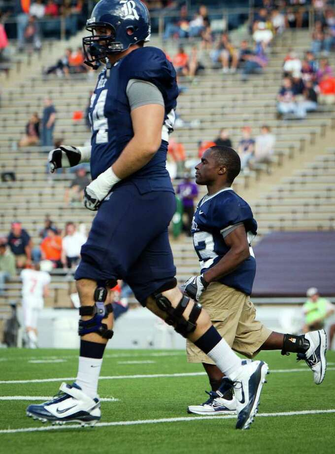 A TEAM PLAYER: You could say Jayson Carter, right, looks up to 6-3 offensive lineman Caleb Williams, but that's the case with all of Carter's Rice teammates. Photo: Smiley N. Pool / © 2011  Houston Chronicle
