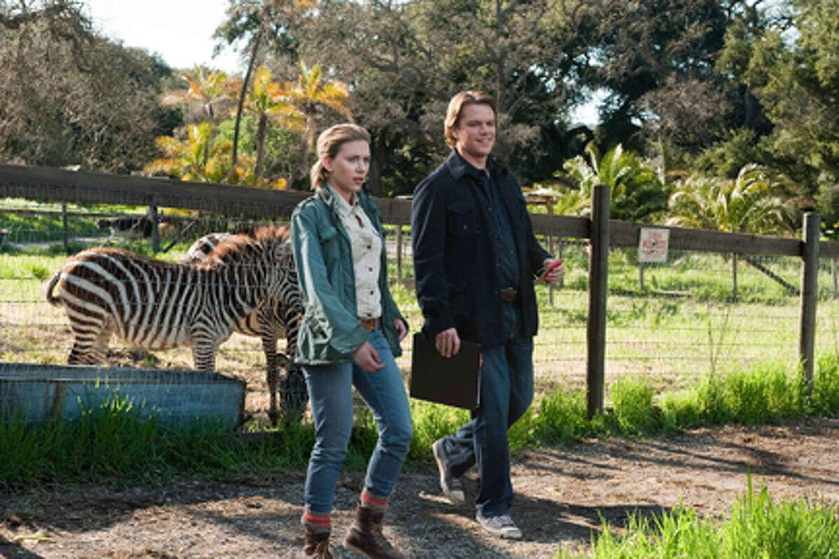 Scarlett Johansson as Kelly Foster and Matt Damon as Benjamin Mees in